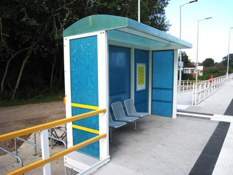 Wetterschutzhaus und Bahnsteig aus GFK